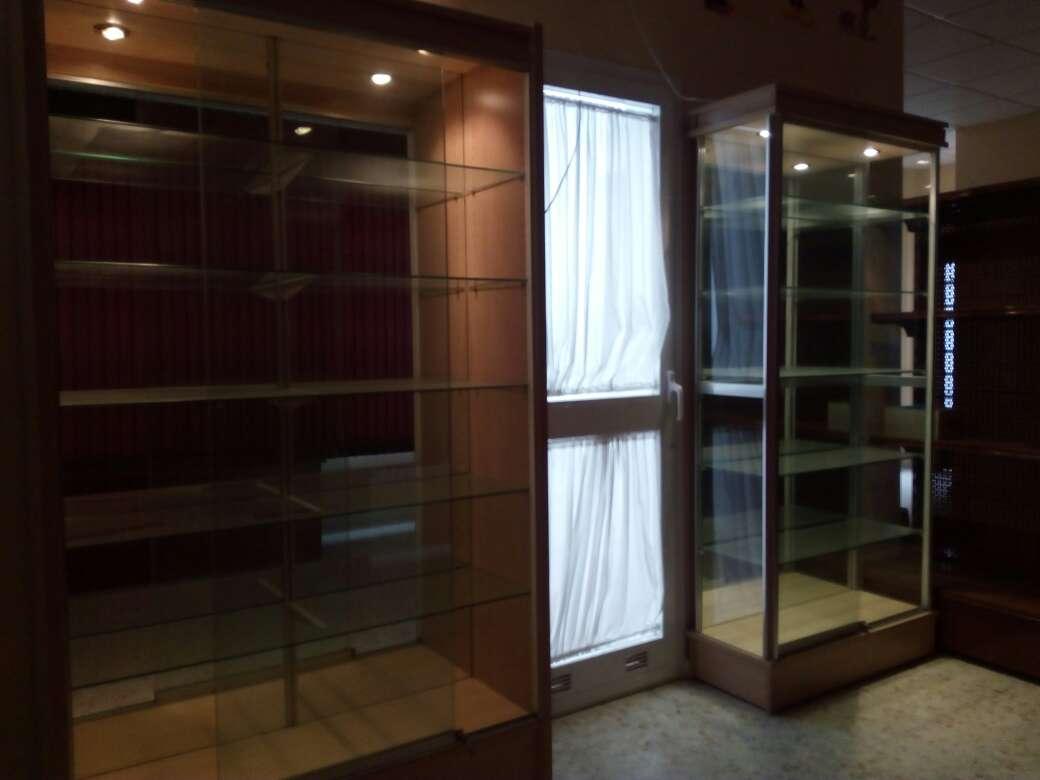 Imagen Dos vitrinas para Exhibicion