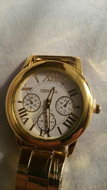 Imagen reloj a estrenan marca genova