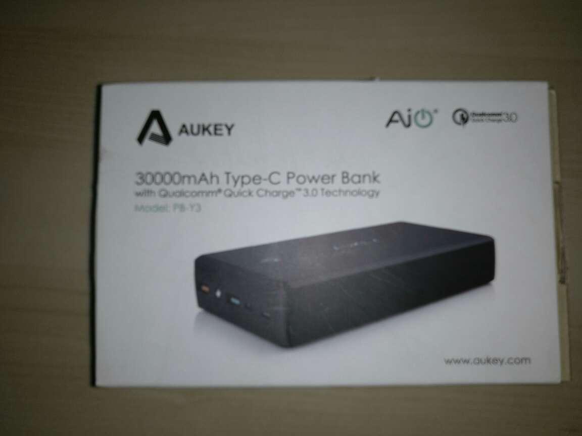 Imagen Powerbank Aukey con conector USB C, capacidad 30.000 mAh