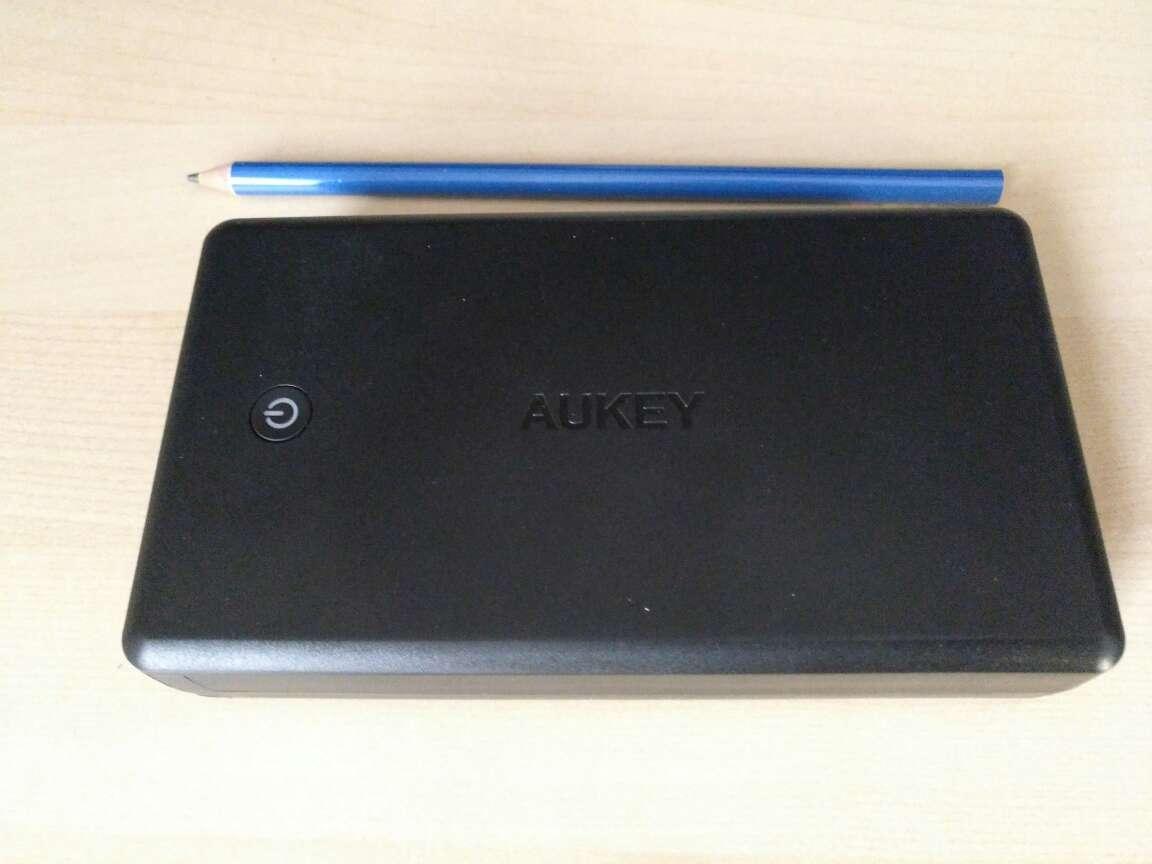 Imagen producto Powerbank Aukey con conector USB C, capacidad 30.000 mAh 3