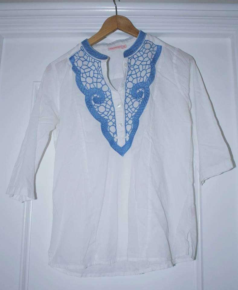 Imagen Blusa blanca con bordado azul