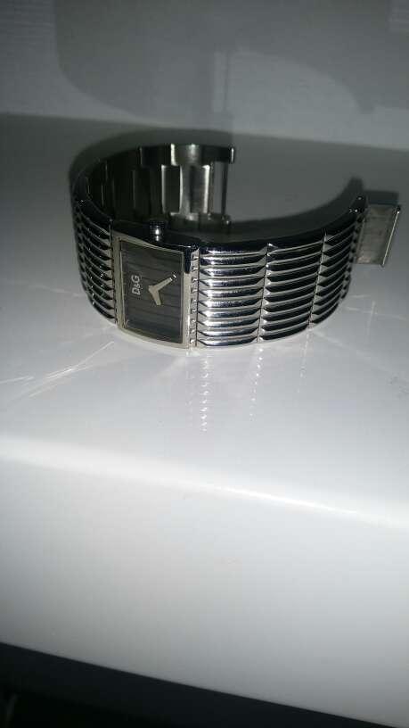 Imagen reloj plateado D&G