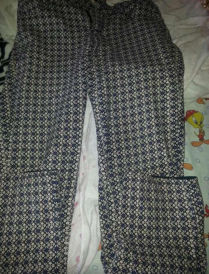 Imagen producto Jersey rosa de lentejuelas y pantalón como gris como flores azules  2