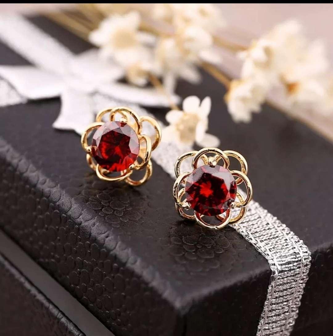 Imagen Pendientes en perlas rojas