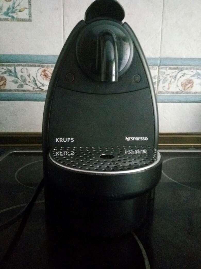 Imagen Cafetera Krups Nespresso Essenza XN2120 Negra