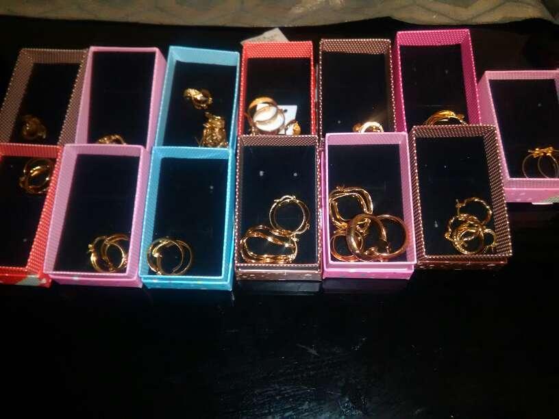 Imagen producto  pendientes dorados más de 1000 1