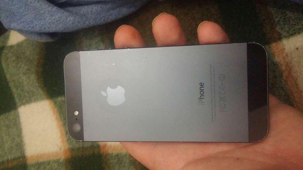Imagen producto Vendo 2 moviles un iPhone 5 y wiko 3