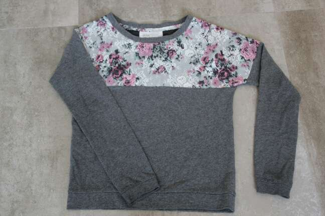 Imagen jersey gris flores