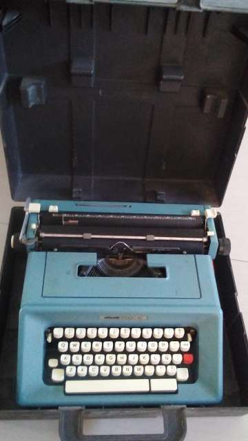 Imagen máquina de escribir olivetti 46