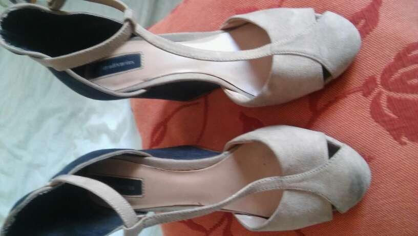 Imagen producto Zapatos38 poco usados el tacón es tejano 3