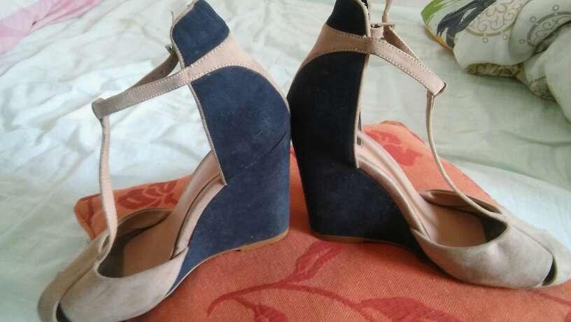 Imagen zapatos38 poco usados el tacón es tejano