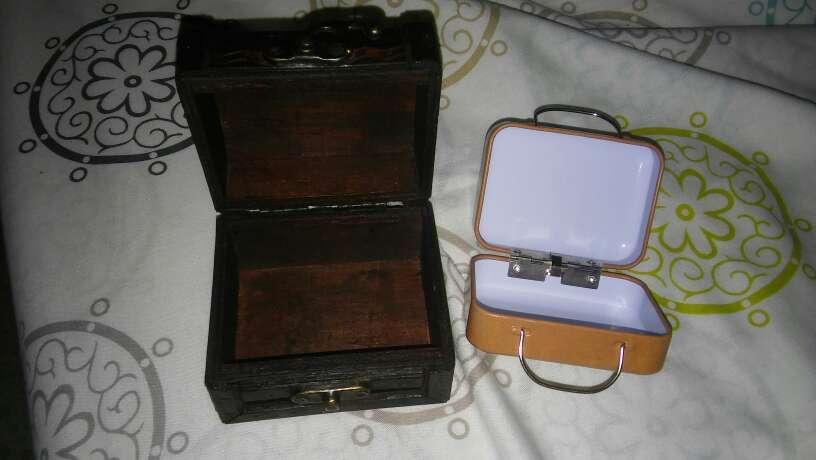 Imagen producto 2 cajas.  Uno tipo maleta de viaje otra para joyero etz 2