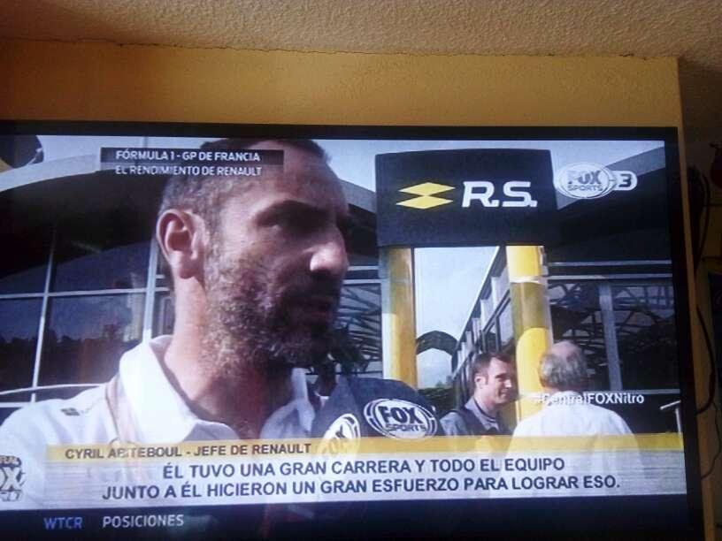 Imagen vendo TV  de 55. LG  3.d