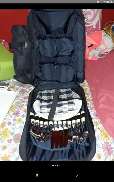 Imagen mochila con cuberteria