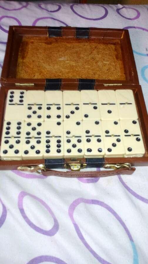 Imagen estuche juego domino
