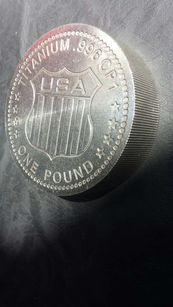 Imagen Moneda enorme de titanio