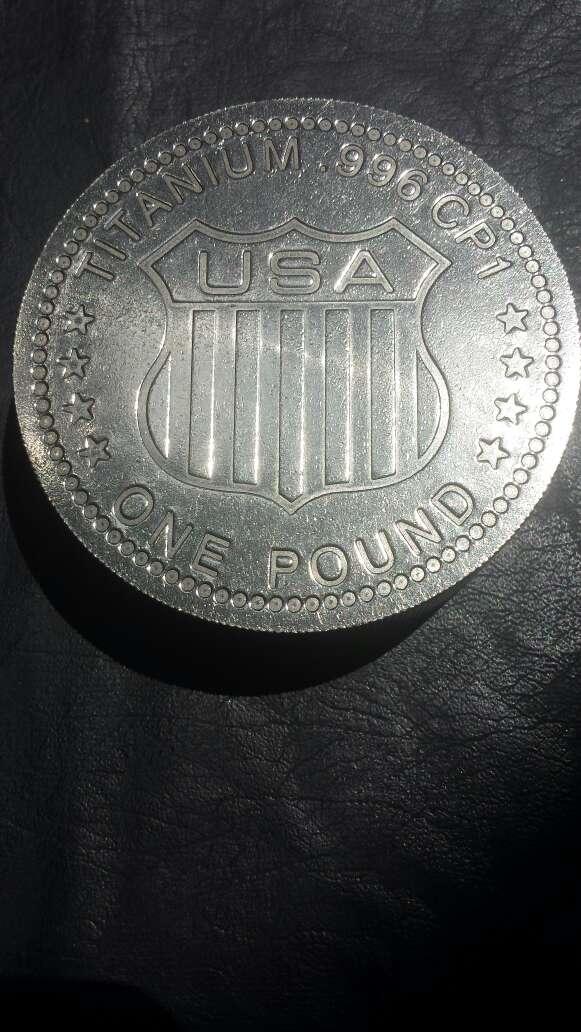 Imagen producto Moneda enorme de titanio  6