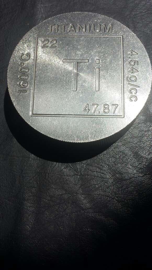 Imagen producto Moneda enorme de titanio  5