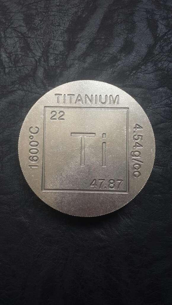 Imagen producto Moneda enorme de titanio  4