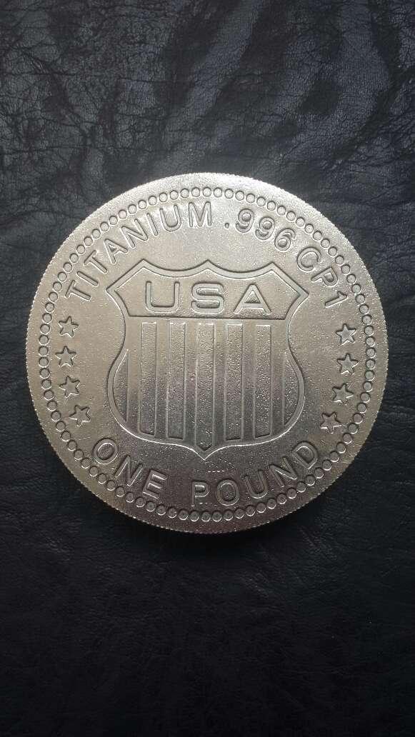 Imagen producto Moneda enorme de titanio  3