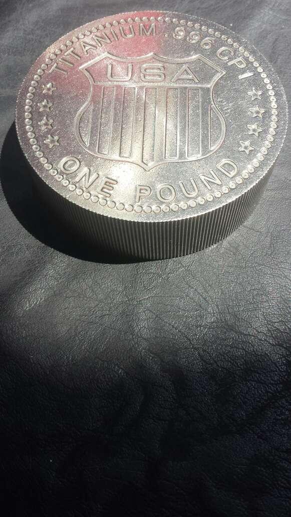 Imagen producto Moneda enorme de titanio  2