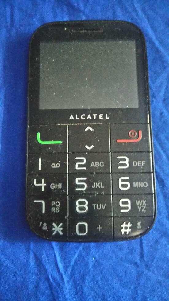 Imagen Telefono móvil alcatel vodafone con radio y linterna.