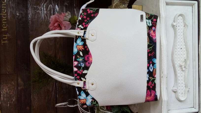 Imagen producto Bolsas y mochilas Alessa 4