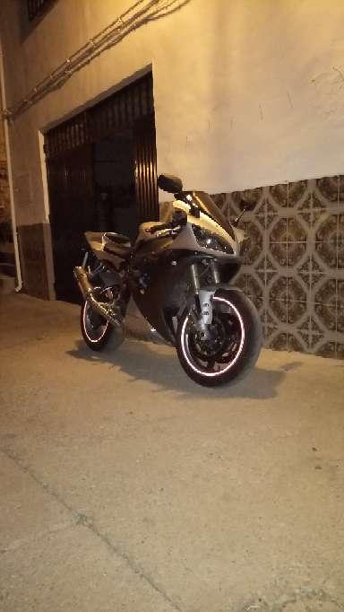 Imagen producto Yamaha R1 año 2004    1000cc 8