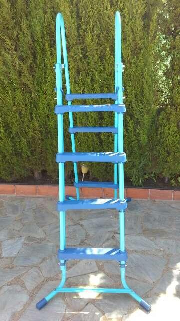 Imagen producto Escalera para piscina-Nueva 2