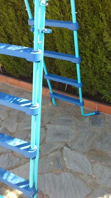 Imagen producto Escalera para piscina-Nueva 6