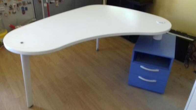 Imagen producto Mesa escritorio y sillas Barceló 3