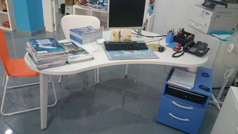 Imagen producto Mesa escritorio y sillas Barceló 1