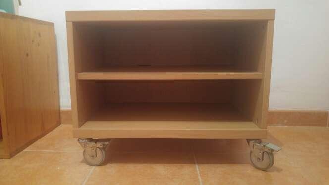 Imagen  Mesilla auxiliar con estantes