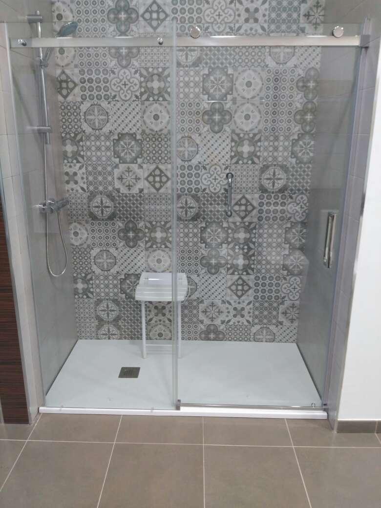 Imagen producto Duchamanía. Cambio de bañera por plato de ducha. 7