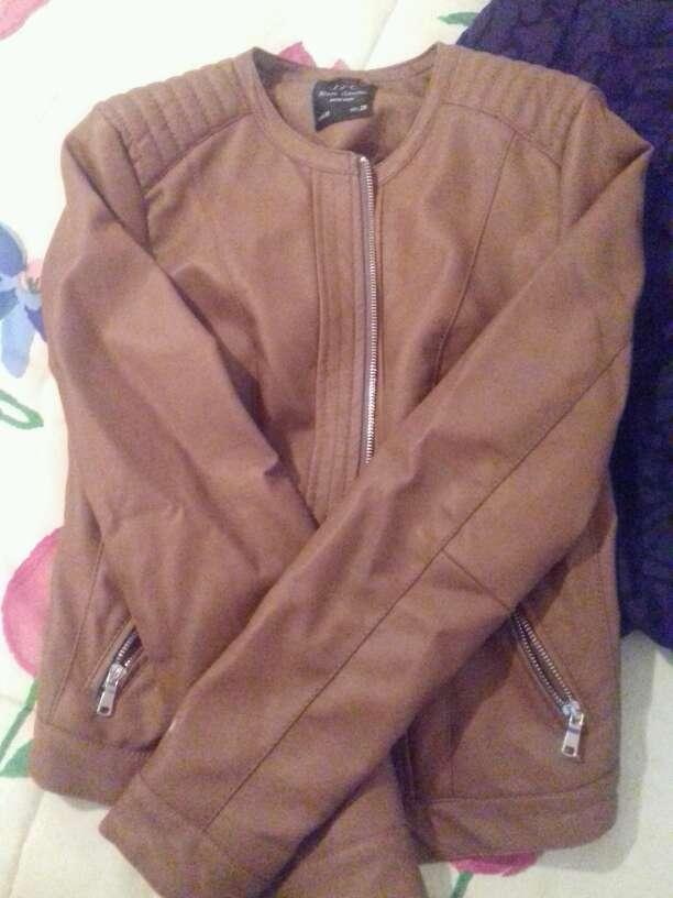 Imagen chaqueta de cuero y tengo otra de cuero color negro a quien le interese pregunte 15 euros