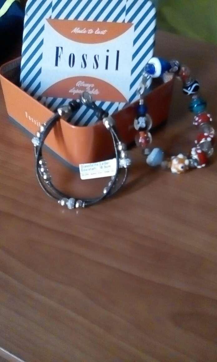 Imagen pulseras fósil de piel y ciconitas y pulsera de pandora bisutería coloridos mic mac