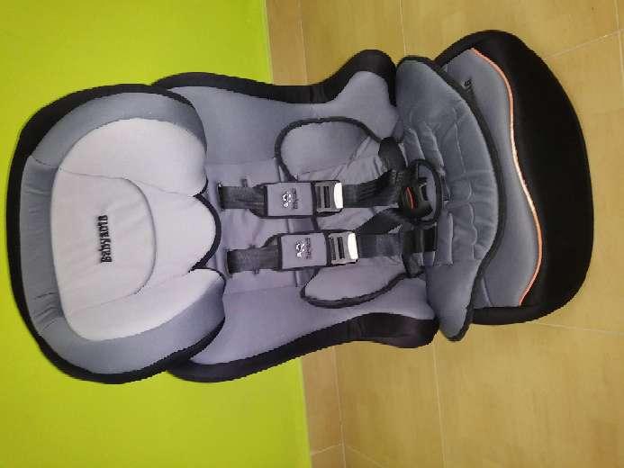 Imagen producto Vendo cochecito de bebé, mecedora, y sillines del coche 6