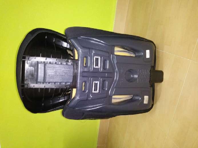 Imagen producto Vendo cochecito de bebé, mecedora, y sillines del coche 4