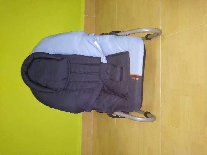 Imagen producto Vendo cochecito de bebé, mecedora, y sillines del coche 2
