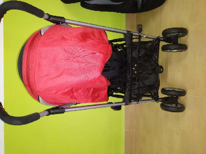 Imagen producto Vendo cochecito de bebé, mecedora, y sillines del coche 3