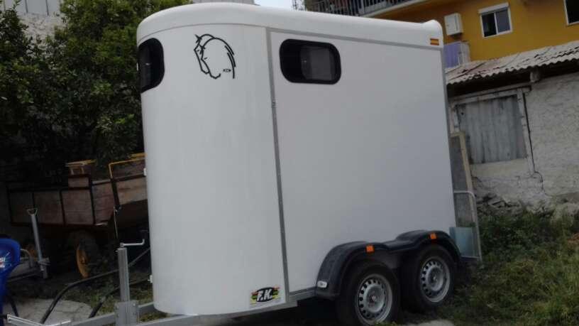 Imagen producto Alquiler remolques para caballos (van) 4