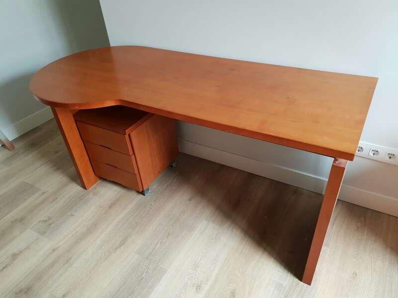 Imagen Mesa de escritorio con cajonera
