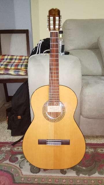 Imagen Guitarra Admira Paloma