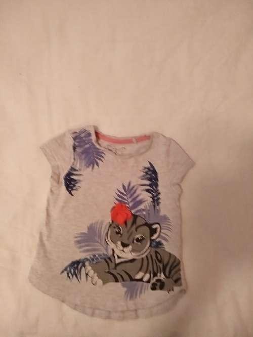 Imagen producto Vendo ropa de bebé. Precio a convenir. El pijama es de Toys'rus incluye 3 bodys y una mantita de cuna  4