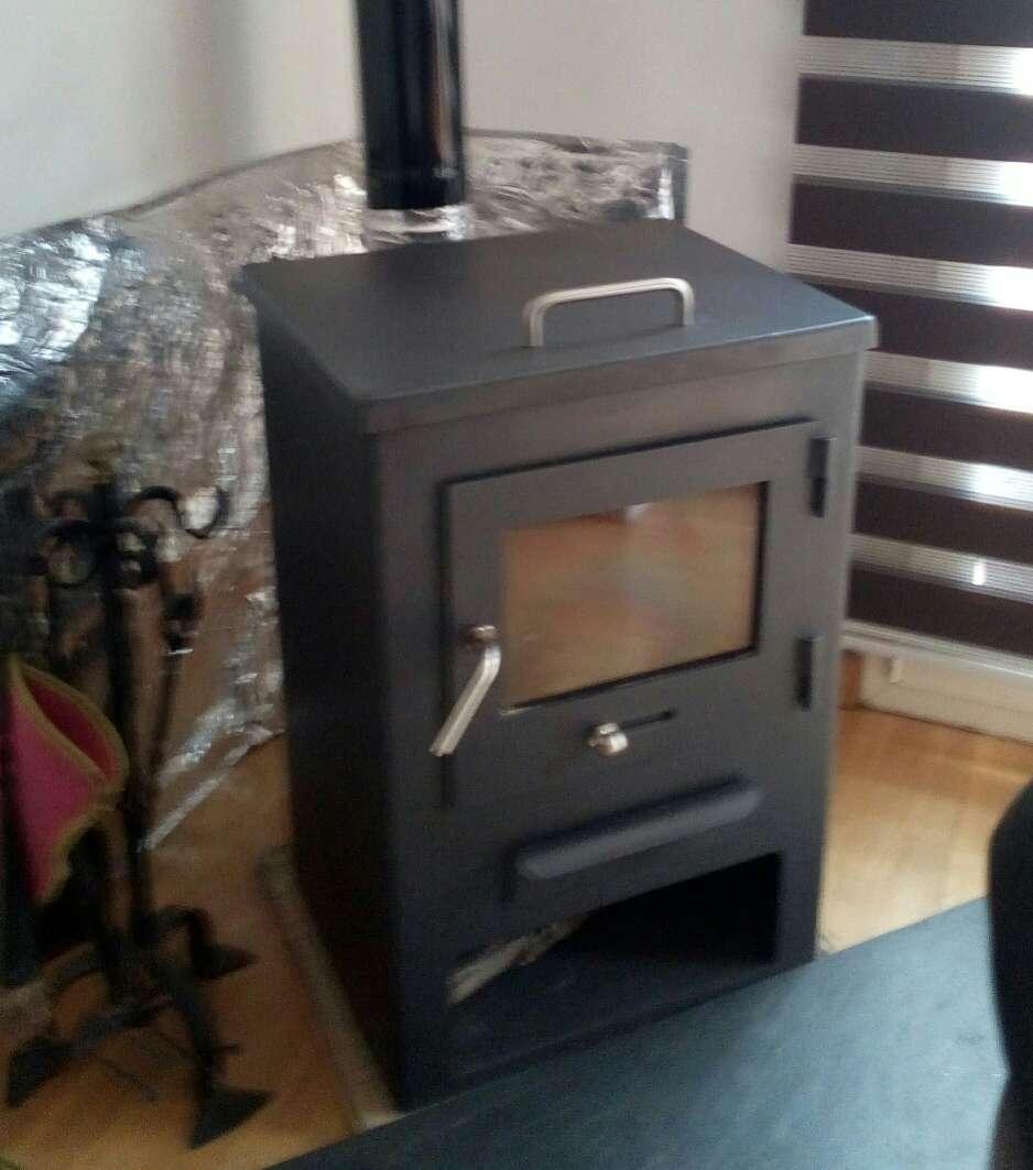 Imagen estufa de leña con horno
