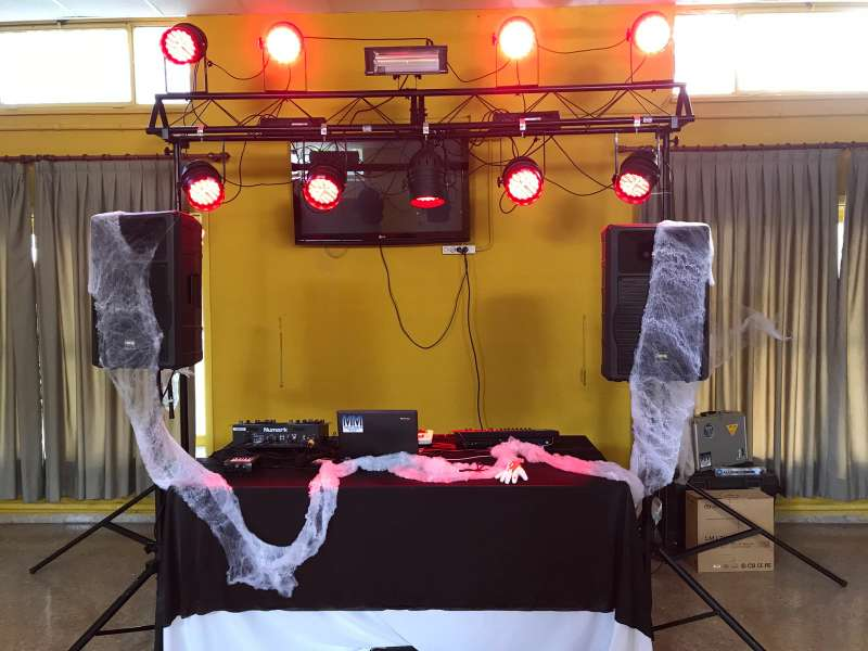 Imagen producto Alquiler de equipos de sonido e iluminación / DJ 2