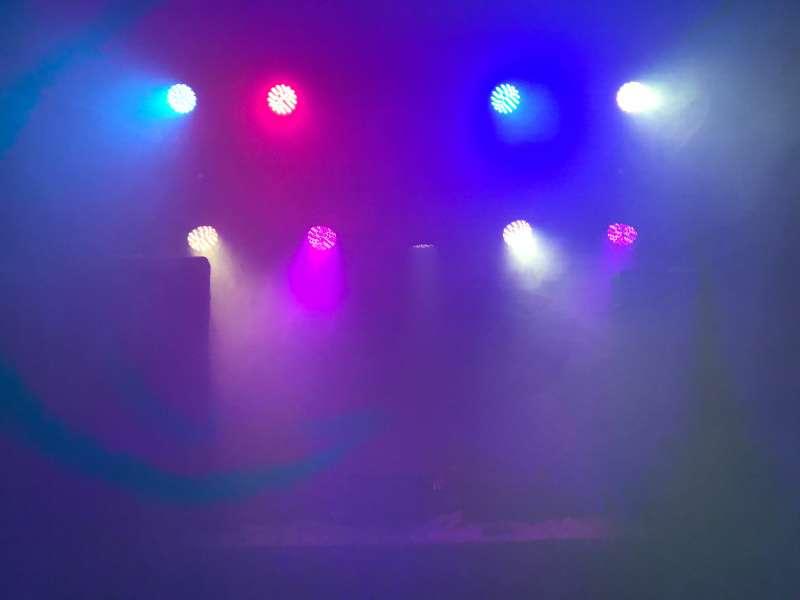 Imagen producto Alquiler de equipos de sonido e iluminación / DJ 3