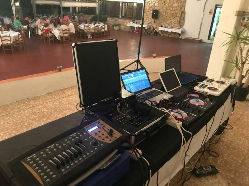 Imagen producto Alquiler de equipos de sonido e iluminación / DJ 7