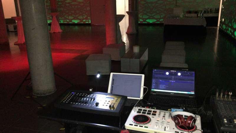Imagen producto Alquiler de equipos de sonido e iluminación / DJ 8