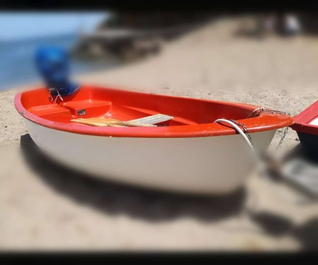 Imagen barca de 2'6 con motor 4cv